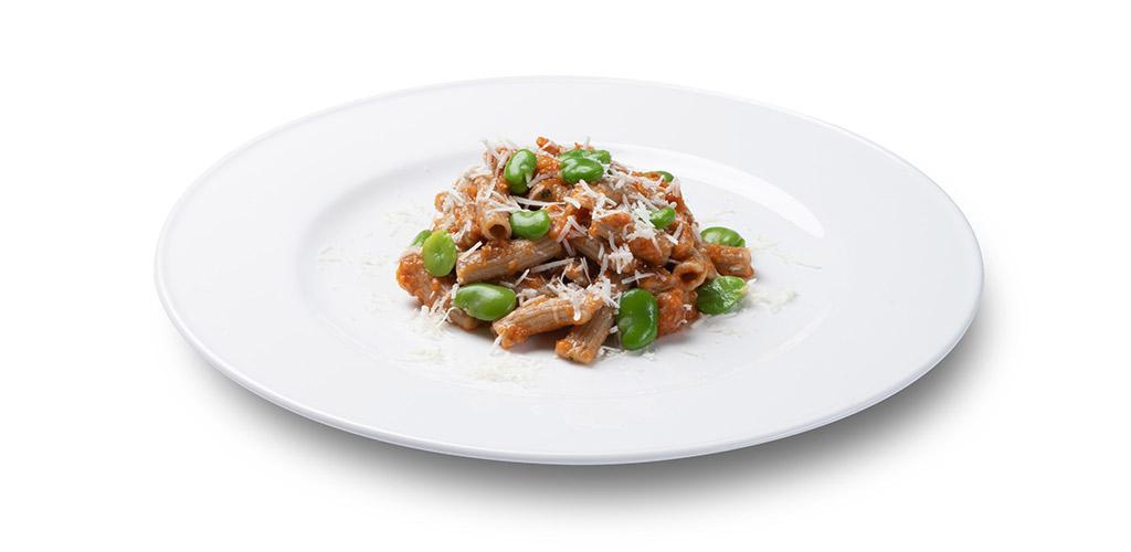 foto piatto Sedanini 30-70 al farro con pesto di pomodorini secchi, fave e ricotta salata